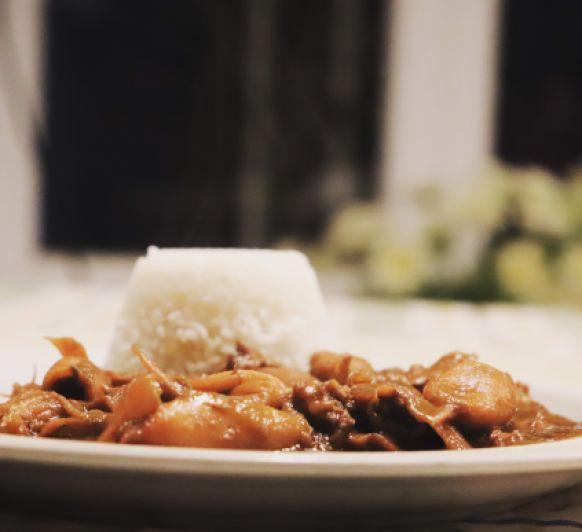 Calamares encebollados con arroz
