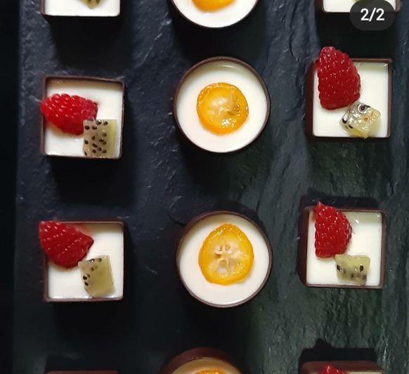 Crema de chocolate blanco con frutos rojos